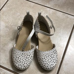 Adorable white small heels for girls